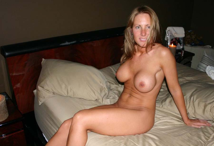 Picture collection of a steamy hot amateur MILF's sexy selfpics