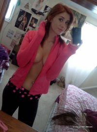 Photos of a sexy camwhoring amateur hottie showing her tits from Sluts With Phones