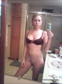 Selection of a naked amateur chick camwhoring at home from Sluts With Phones