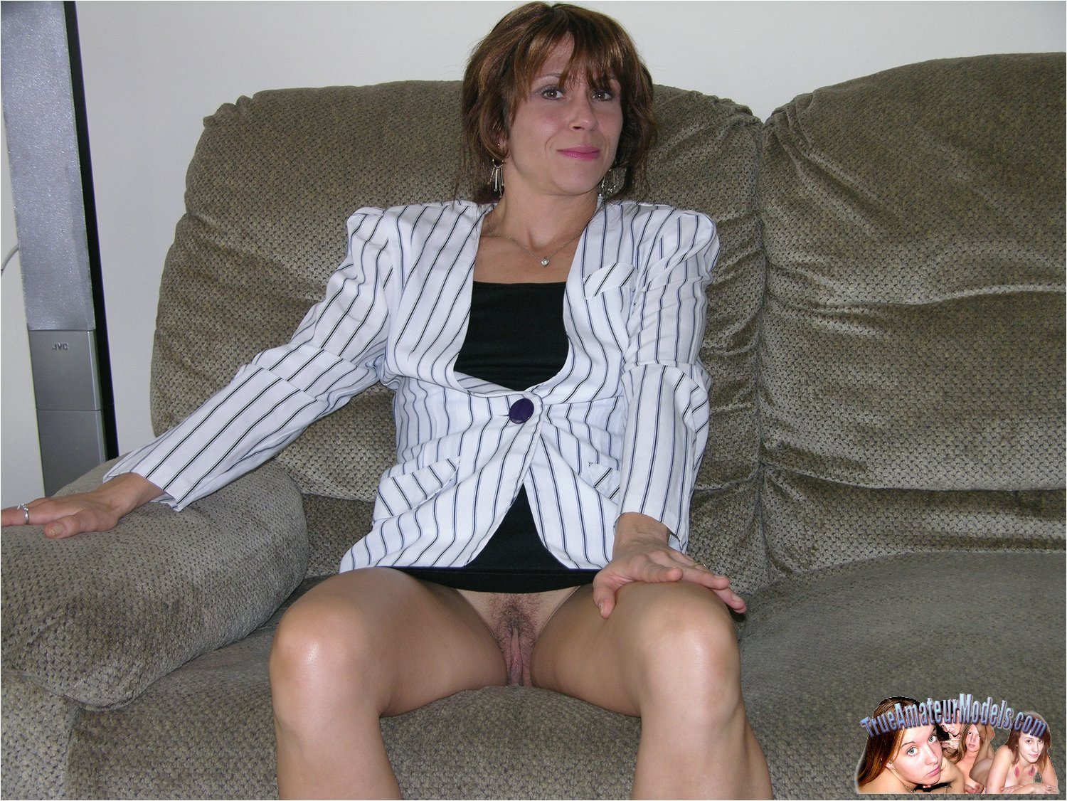 39 year old amateur milf ava does her first blowbang 1