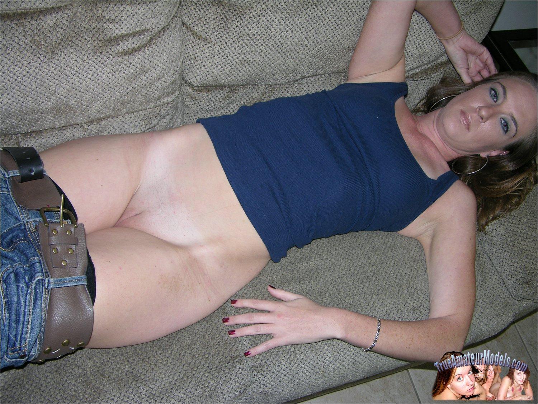 Video amateur girls strip seems
